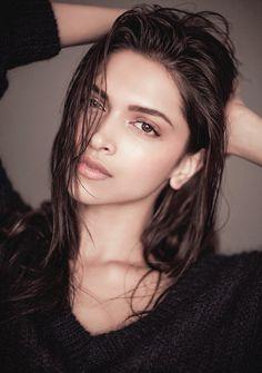 Natural Beauty😍 She is gorgeous😏👌 Bollywood Photos, Bollywood Girls, Bollywood Celebrities, Bollywood Actress, Vintage Bollywood, Beauty Skin, Hair Beauty, Dipika Padukone, Deepika Padukone Style