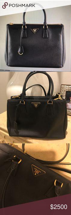 Prada Saffiano Leather Tote Handbag Black PRADA purse very lightly used (looks new) Prada Bags Shoulder Bags