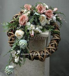 Jessi na tragach Vitrel 2017 Funeral Flower Arrangements, Funeral Flowers, Floral Arrangements, Grapevine Wreath, Door Wreaths, Grave Decorations, Sympathy Flowers, Seasonal Flowers, Flowers Perennials