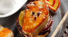Revisitez le foie gras et sublimé-le en tatins aux pommes et poires fondantes, et caramel de figues, proposée par Julien Lecoeur, chef à L'Instant Délice. Ingrédients Pour 6 personnes : Pour ...