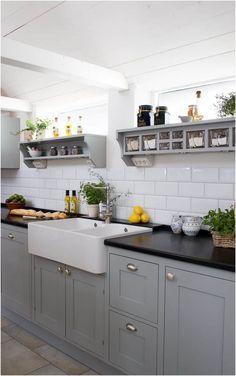 Grey Shaker Kitchen, Shaker Style Kitchen Cabinets, Shaker Style Kitchens, Kitchen Cabinet Styles, Grey Kitchens, New Kitchen, Kitchen Decor, Kitchen Black, Kitchen Furniture