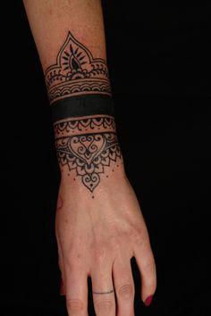 Get the best henna tattoo design and ideas for your body. Try henna tattoos design for women. Henna Tattoo Ink, Wrist Tattoos, Body Art Tattoos, Henna Art, Tattoo Arm, Tatoos, Cuff Tattoo Wrist, Koru Tattoo, Mini Tattoos