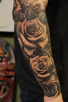 Roses vetoe black label art co los angeles usa tattoo de rosas no braço тат Cool Forearm Tattoos, Forearm Tattoo Design, Body Art Tattoos, Rose Tattoo Forearm, Forarm Tattoos, Water Tattoos, Inner Arm Tattoos, Wicked Tattoos, Rosen Tattoo Mann