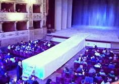 """Oggi al @teatrodellapergola il palco si estende oltre il palco. Tutto è pronto per questo """"Giardino dei ciliegi"""" ( Livada de vişini) per la regia di Roberto Bacci"""