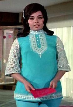 Mumtaz in Aadmi Aur Insaan Bollywood Outfits, Bollywood Fashion, Bollywood Actress, Indian Fashion, Retro Fashion, Vintage Fashion, Retro Look, Retro Style, Vintage Bollywood
