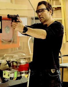 Dean Ambrose as officer John Shaw in the movie 12 rounds 3 lockdown.