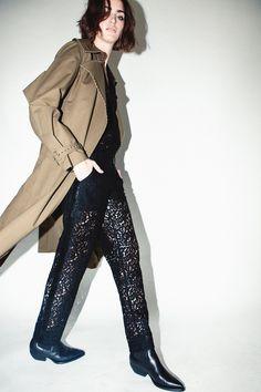 Robert Rodriguez Fall 2018 Ready-to-Wear Fashion Show Collection Fashion Advice, Fashion News, Fashion Trends, Types Of Jeans, Autumn Fashion 2018, Raincoats For Women, High End Fashion, Fashion Show Collection, Fall 2018