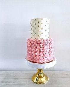 👚👛🌸✨ Pedidos y consultas 💌 contacto@kekukis.com.ar #cake #2tiercake #kekukis #pastry #buttercream