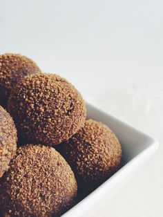 Gluten Free + Paleo Mexican Hot Chocolate Balls - Wouldn't these make a nice Christmas treat? #Desserts #Recipe