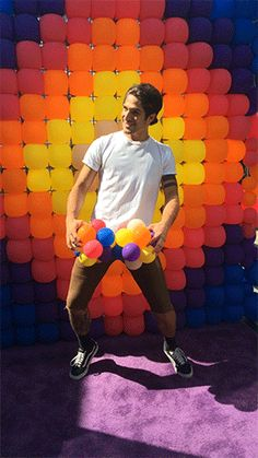 Tyler Posey is going balloons out at the #EWComicCon boomerang booth!