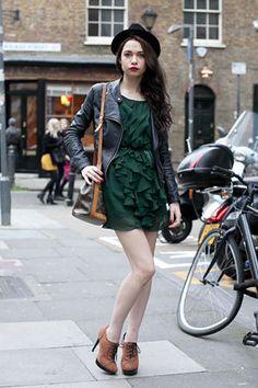 ライダースジャケット×ワンピース : イギリス・ロンドンのファッションコーディネート&ストリートスナップ写真(レディース編) - NAVER まとめ