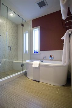 Bath in the Cedar Master Suite at Granville House Bed and Breakfast in Vancouver
