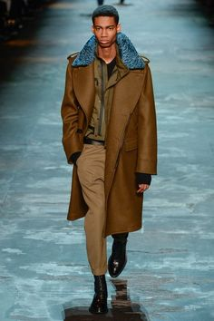 See the complete Berluti Fall 2017 Menswear collection.