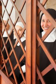 The Nun's Story, Bride Of Christ, Women Of Faith, Little Flowers, Roman Catholic, True Beauty, Vintage Photos, Sisters, Vatican