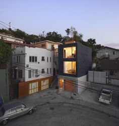 Eels Nest is a minimal loft located in Los Angeles, California, designed by Anonymous Architects. (7)