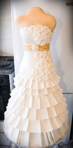 life size wedding cakes | Source: user maggidup on cakecentral.com