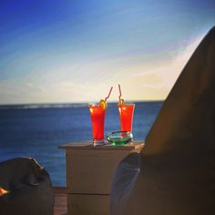 The perfect match: cocktails - bean bags - sea view & sundowner