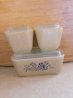 Vintage Pyrex Refrigerator Dishes Homestead Storage Set of 3. I have part of this set but need the rest! K