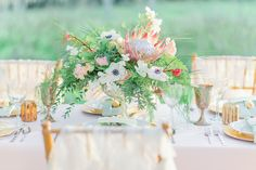 love: this bramble and bee centerpiece