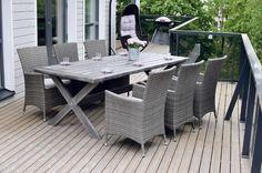 Modernilla terassilla istuu mielellään illan hämärtyessäkin. #etuovisisustus #ulkotila #kruunukaluste Outdoor Furniture Sets, Outdoor Decor, Oxford, Cottage, Patio, Furnitures, Garden, Table, Outdoors