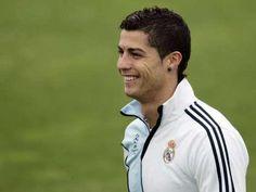 Hay personas a las que la vida les da mucho, pero que nunca terminan de estar contentos. Éxito, dinero, amor, reconocimiento, salud, Cristiano Ronaldo tiene todo eso y mucho más, sin embargo el ídolo portugués dice que está triste.