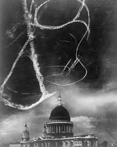Dogfighting over the Saint Paul's cathedral during the London Blitz circa 1940 War Photography, Documentary Photography, White Photography, War Image, Battle Of Britain, History Facts, Military History, World War Two, Old Photos