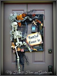 11 Cute and Creepy Halloween Wreaths Skeleton Frame Wreath- My humble home and garden Spooky Halloween, Deco Porte Halloween, Outdoor Halloween, Diy Halloween Decorations, Holidays Halloween, Halloween Crafts, Halloween Wreaths, Halloween Party, Halloween Movies