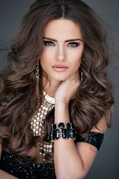 Brunette beauty Jesica Ahlberg poses as Miss Alabama USA 2014 Brunette To Blonde, Brunette Beauty, Hair Beauty, Most Beautiful Eyes, Beautiful Long Hair, Poses References, Homecoming Hairstyles, Stunning Women, Woman Face