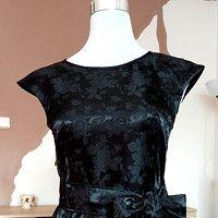 Výsledok vyhľadávania obrázkov pre dopyt brokátové šaty Tops, Women, Fashion, Moda, Fashion Styles, Fashion Illustrations, Woman