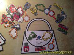 Variant: In plaats van te rollen met een dobbelsteen kunnen er figurenkaartjes en kleurenkaartjes op de tafel liggen die moeten worden omgedraaid. Het kind dat aan de beurt is mag dan 1 figurenkaart omdraaien en 1 kleurenkaart. Visual Perception Activities, Mother's Day Theme, Toddler Busy Bags, Diy And Crafts, Crafts For Kids, Mamas And Papas, Mothers Day Crafts, In Kindergarten, Games For Kids