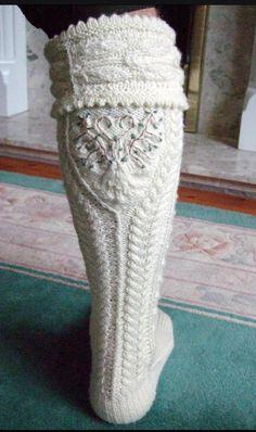 of the ring sock hose or kilt socks Knit Mittens, Knitting Socks, Hand Knitting, Knitting Patterns, Crochet Patterns, Crochet Shoes, Knit Crochet, Kilt Socks, Crochet Triangle