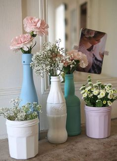 DIY : 20 idées pour relooker sa vaisselle à prix mini Are you tired of your white dishes too wise and too classic? Take out felt-tip pens, paint and varnish, we will tell you how to relook it all! Diy Home Decor, Room Decor, Diy Decorations For Home, Vase Decorations, Decoration Bedroom, Home Decoration, Diy Décoration, Diy Hacks, Diy And Crafts