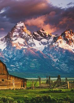 Mormon Row, Grand Teton National Park, Wyoming // I know exactly where this is and I've been here and it's gorgeous. Grand Teton National Park, National Parks, Places To Travel, Places To See, Voyage Usa, Photos Voyages, Parcs, Beautiful Landscapes, The Great Outdoors
