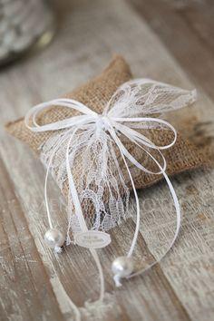 Burlap cushion wedding favor - bomboniere