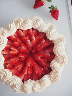 Strawberry Desserts, Vegan Desserts, Just Desserts, Delicious Desserts, Finnish Recipes, Just Eat It, Sweet Pastries, Fancy Cakes, No Bake Cake