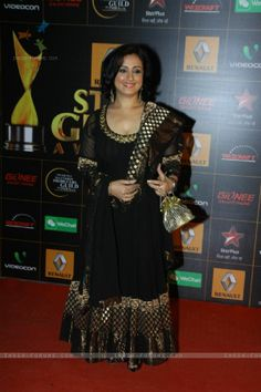 Jan, Divya Dutta at the Star Guild Awards Divya Dutta, Beautiful Bollywood Actress, Alia Bhatt, Indian Beauty Saree, Indian Wear, Carrot, Awards, Sari, Actresses