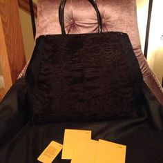 Fendi 2jours Shopper Handbag Never used. It comes only with the dust bag. Negotiation only occurs through the offer button, prices will not be discussed in the listing, but please ask questions before purchasing.  giuliana.atzori at gmail for more photos/info on the item. FENDI Bags