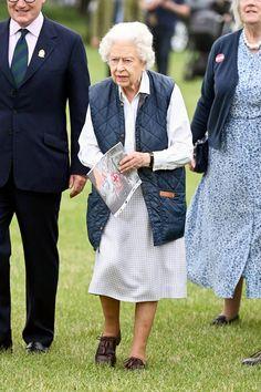 Queen Esther, Queen Elizabeth Ii, Hm The Queen, Queen Dress, Royal Life, English Royalty, Prince Phillip, Windsor Castle, King George