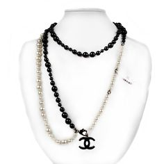 Pre-Owned Chanel Pearl Necklace Belt - New - Black & White - CC Charm... (1,190,350 KRW) ❤ liked on Polyvore featuring jewelry and necklaces
