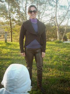 Calça de montaria de couro marrom: meu look campeiro de ontem  http://www.blogfemina.com/2014/07/calca-de-montaria-de-couro-marrom-meu.html  https://www.facebook.com/femina.moda.elegancia