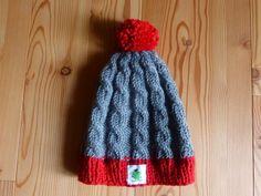 Gr. 55, Höhe 21cm, Farbe: grau und rot 70% Schurwolle, Preis: 29€ + Versandkosten