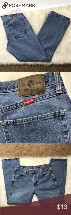 Wrangler jeans 33x30 Great shape, thick quality denim. No notable wear or fading. Wrangler Jeans Relaxed