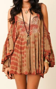 Moda hippie boho jewelry 37 new Ideas Moda Hippie, Bohemian Look, Hippie Boho, Boho Top, Vintage Hippie, Boho Gypsy, Mode Outfits, Fashion Outfits, Womens Fashion