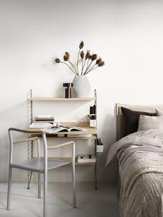 Scandinavian Shelves, Scandinavian Furniture, Scandinavian Design, Built In Shelves, Metal Shelves, Workspace Inspiration, Design Inspiration, Home Office, Office Floor