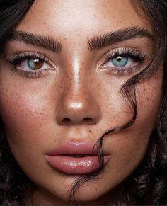 Cute Freckles, Freckles Makeup, Freckles Girl, Gold Makeup Looks, Summer Makeup Looks, Pretty Eyes, Beautiful Eyes, Makeup Art, Beauty Makeup