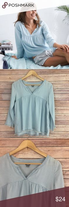 Aerie Fray Hem Peasant Top Aerie Fray Hem Peasant Top - soft chambray material, v-neck opening, frayed hem and sleeves. Size XS. In very good pre-loved condition, no flaws. aerie Tops