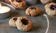 Veganské ovesné koláčky s džemem Cereal, Muffin, Cookies, Breakfast, Sweet, Food, Crack Crackers, Morning Coffee, Candy