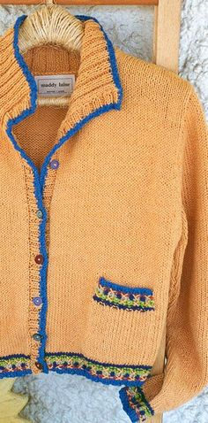 It's easy to add a little more color to your knitting. Try simple embroidery on the ribbing. Crochet Kids Scarf, Crochet Cardigan, Cotton Cardigan, Crochet Vests, Knitting Patterns, Crochet Patterns, Knitting Ideas, Simple Embroidery, Embroidery Stitches
