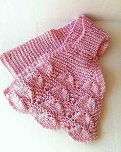 Asyaya yakışır Crochet Baby Dress Pattern, Baby Dress Patterns, Crochet Baby Clothes, Baby Knitting Patterns, Diy Crafts Dress, Baby Boy Cardigan, Moda Emo, Vest Pattern, Baby Sweaters
