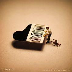 Piano     (http://miniature-calendar.com/130430/)